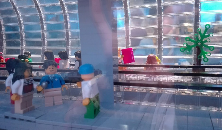 レゴブロック空港で取材中